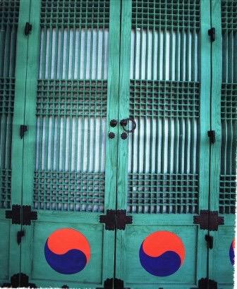 korean-doors-yin-yang