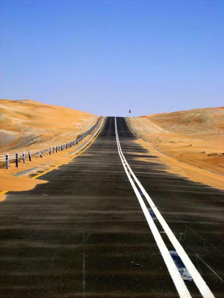UAE-LIWA-ROAD-STRAIGHT